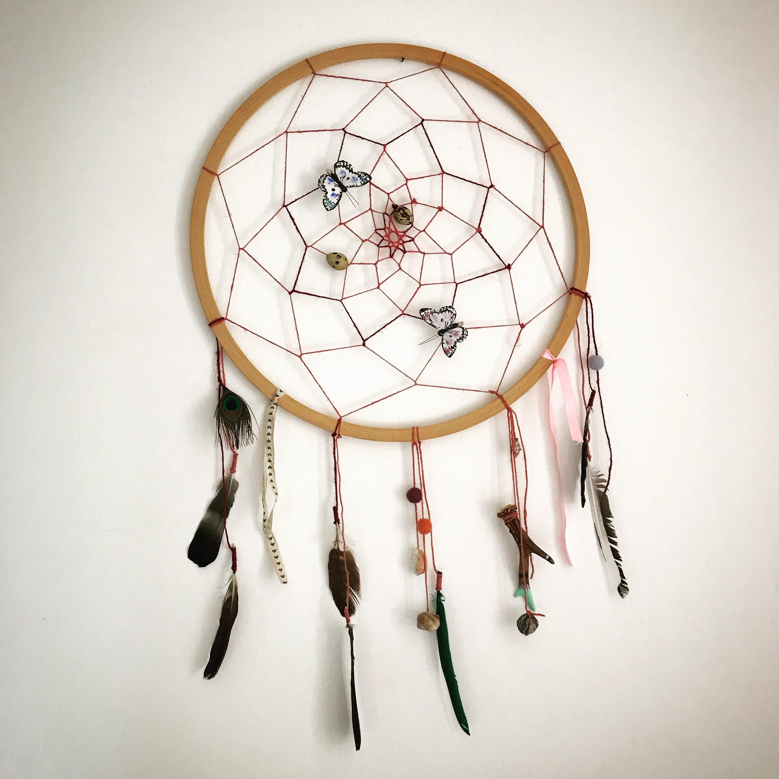 Attrape-rêve, mlam, noiram, création organique, plumes, oeufs de caille, papillons